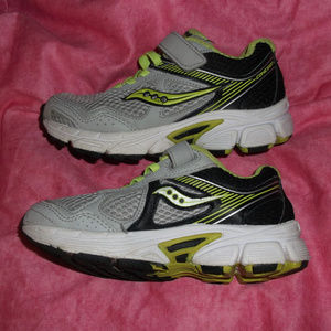 Little Boys 11M Saucony Cohesion 10 athletic shoes